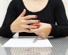 Как вернуть добрачную фамилию после развода: порядок действий