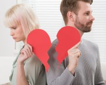 Можно ли оставить фамилию мужа после развода, если он против