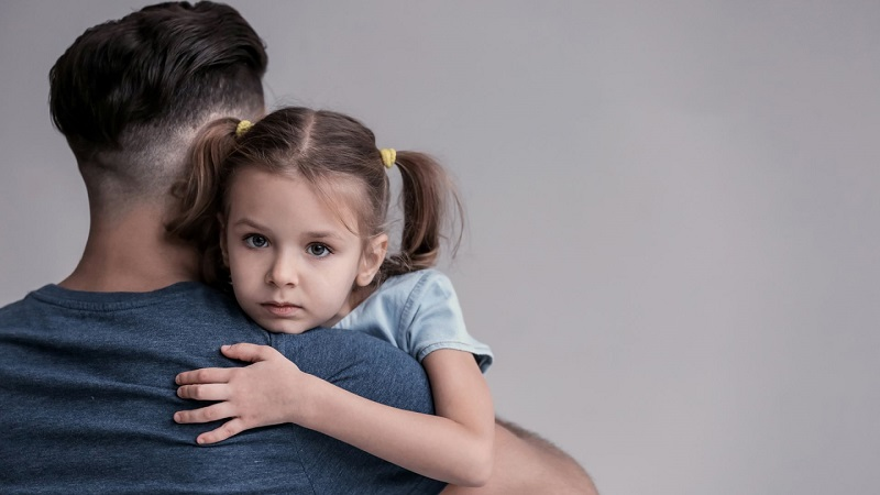 Если мать лишена родительских прав, то после развода ребенок остается с отцом