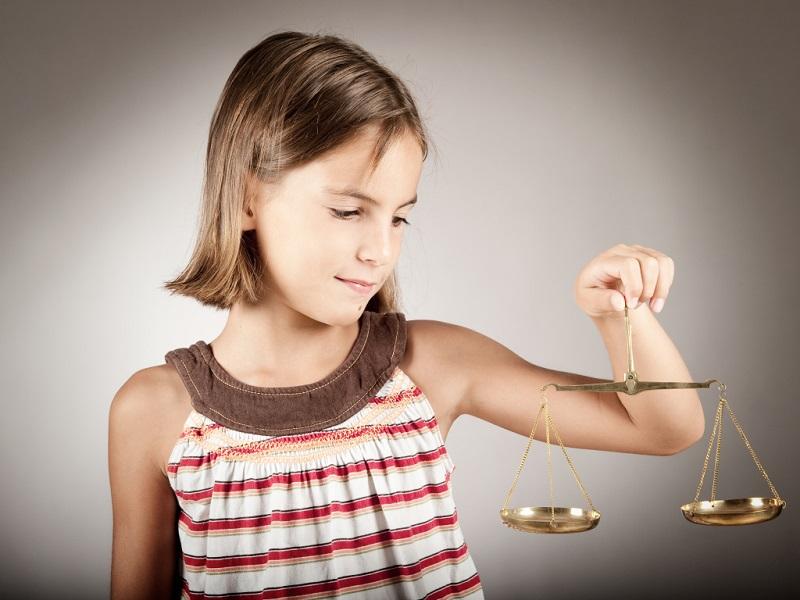 У родителей закреплен одинаковый объем прав и обязанностей по отношению к ребенку