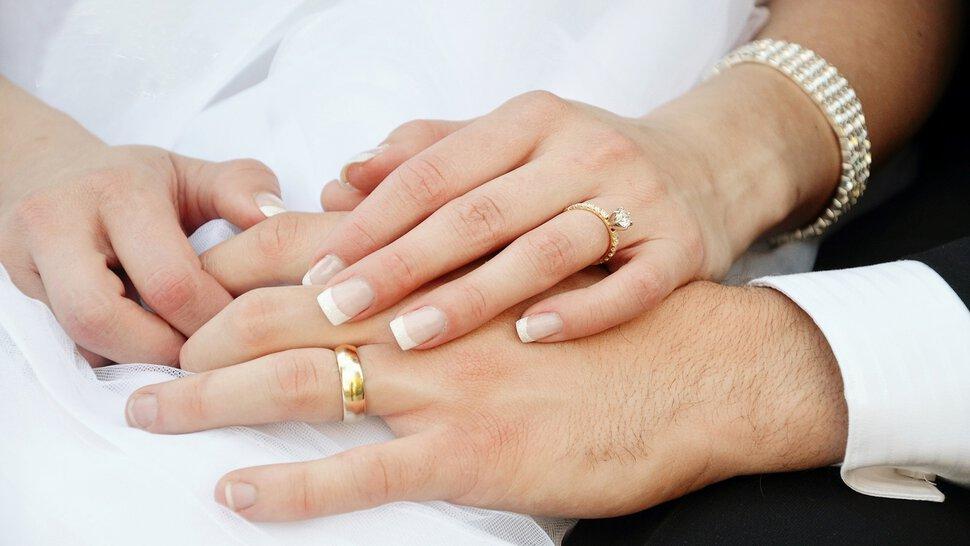 Обручальное кольцо является мощным оберегом для семейной пары