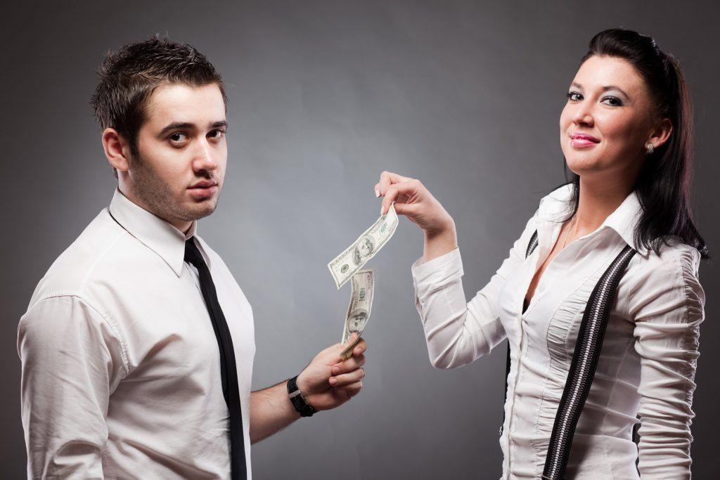 Выплата алиментов жене